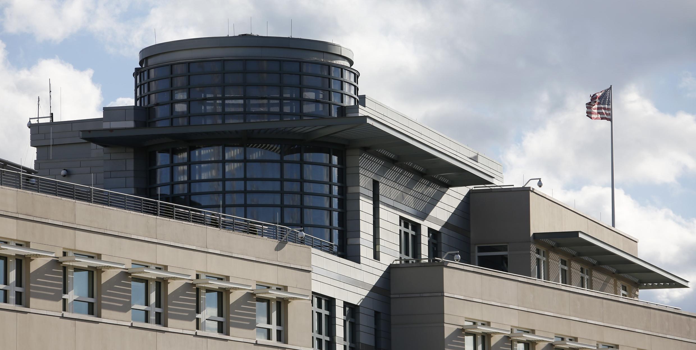 Antenas suspeitas no teto da Embaixada Americana em Berlim, em foto do dia 27 de outubro de 2013.