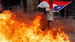 智利反政府示威活动在Concepcion城镇如火如荼   2019年10月25日