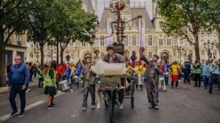 «Парад»  в театре Шатле открывает «Машина Кокто»