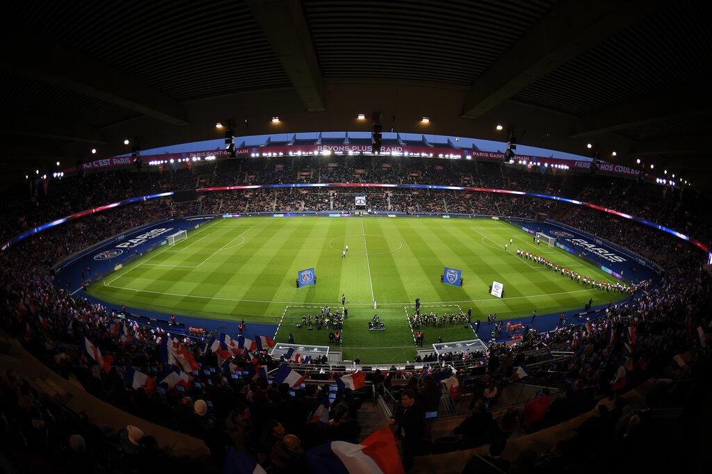 Estádio parisiense Parque dos Príncipes, que recebe este domingo PSG e Neymar frente ao Toulouse