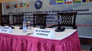La salle où a eu lieu la conférence des ministres de la CEEAC sur le Fonds pour l'Economie Verte en Afrique Centrale.