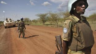 Des soldats du contingent zambien en patrouille à Abyei, le 30 mai 2011.