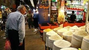 افزایش شدید قیمت ها و تورم  بخش بزرگی از مردم ایران را  در فقر فرو برده است