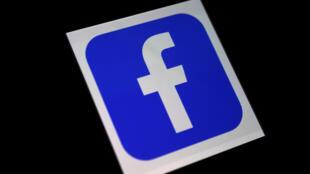 Logotipo de la aplicación de Facebook en un celular, captado el 25 de marzo de 2020