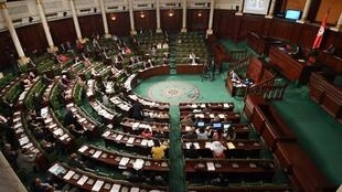 Des députés tunisiens lors d'une session parlementaire le 25 avril 2017.