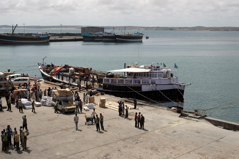 Imagem do porto de Kismayo, cidade onde ocorreu o ataque na Somália