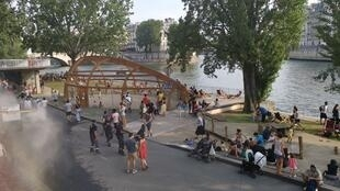 Paris Mayor Anne Hidalgo wants more green spaces for Parisians along the Seine.