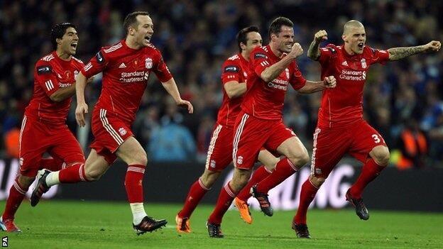 Wachezaji wa Liverpool wakifurahia ushindi wao dhidi ya Cardiff.