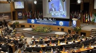 Махмуд Ахмадинежад предлагает создать «независимый международный орган» для контроля за ядерным разоружением.