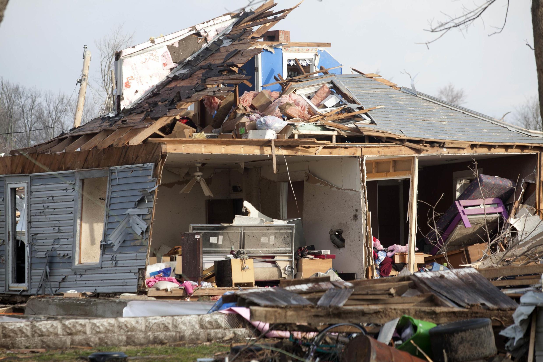 Tornado atinge Marysville, no Estado americano de Indiana.
