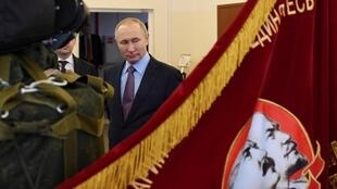 Владимир Путин на парашютном заводе «Полёт» в Иваново 6 марта 2020.