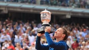 Aos 26 anos, Simona Halep conquista seu 17° título e o mais importante de sua trajetória.