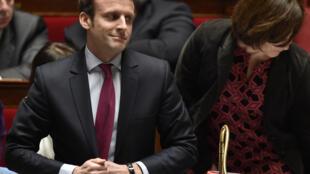 Avec son mouvement politique En marche, le ministre de l'Economie Emmanuel Macron entend s'extraire du traditionnel clivage gauche-droite.