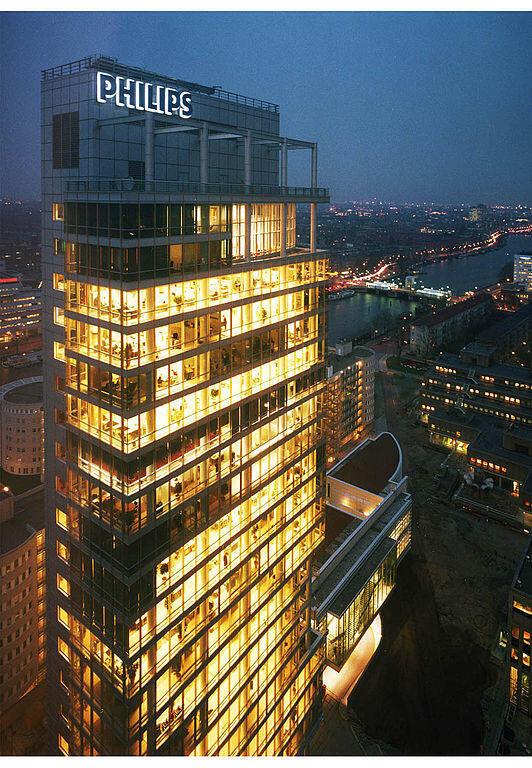 A sede da Philips em Amsterdã; a empresa vai cortar 2.200 empregos para reduzir gastos.