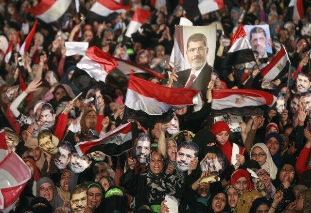 Biểu tình ủng hộ ông Mohamed Morsi của tổ chức Huynh Đệ Hồi Giáo, tại khuôn viên Rabaa Adawiya, Cairo, Ai Cập, 12/07/2013