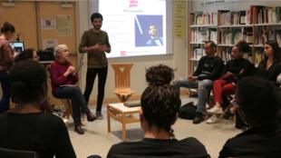 Le photojournaliste syrien Sameer Al-Doumy était, le jeudi 21 mars 2019, dans un lycée du 14e arrondissement de Paris pour raconter son parcours.
