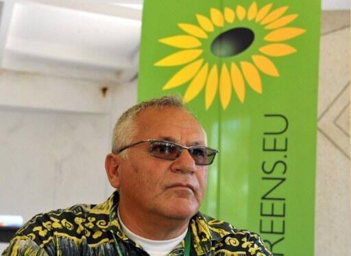 Le président du Parti vert du Sénégal Haidar el- Ali lors d'une conférence de presse à Dakar le 31 mars 2012.