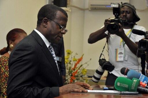 Samuel Fonkam Azu'u, président du conseil électoral d'Elecam, lors d'une conférence de presse le 10 octobre 2011 à Yaoundé.
