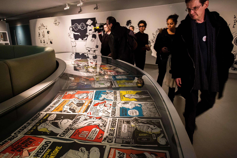 Plusieurs Unes de Charlie Hebdo sont dévoilées au public dans une exposition intitulée «Une histoire de Charlie Hebdo», le 29 janvier 2015, à Angoulême, dans le sud de la France.