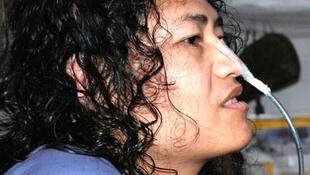 Irom Chanu Sharmila fait la grève de la faim depuis 14 ans. Elle lutte pour l'abolition de l'AFSPA, cette loi spéciale qui donne les pleins pouvoirs à l'armée.