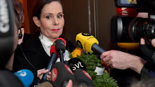 La Secretaria Permanente de la Academia Sueca, Sara Danius, habla con los medios cuando se va después de una reunión en la Academia Sueca en Estocolmo, en Suecia, el 12 de abril de 2018.