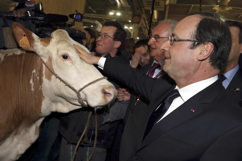 O presidente francês François Hollande na abertura do Salão da Agricultura, em Paris.