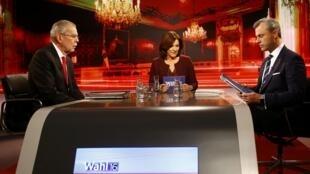Lors du débat télévisé entre les candidats Alexander Van der Bellen (à gauche), soutenu par Les verts, et Norbert Hofer (à droite), du FPÖ, le 1er décembre 2016.