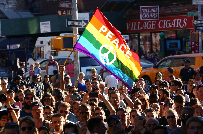 Vigília feita em Nova York após o massacre na boate gay Pulse, em Orlando, 12 de junho de 2016.