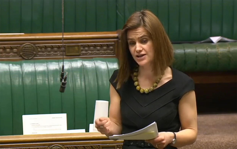 La députée Jo Cox a succombé à ses blessures quelques heures après avoir été agressée par un homme qui lui a tiré dessus et l'a poignardée. (Photo de la députée Jo Cox le 21 mars 2016).