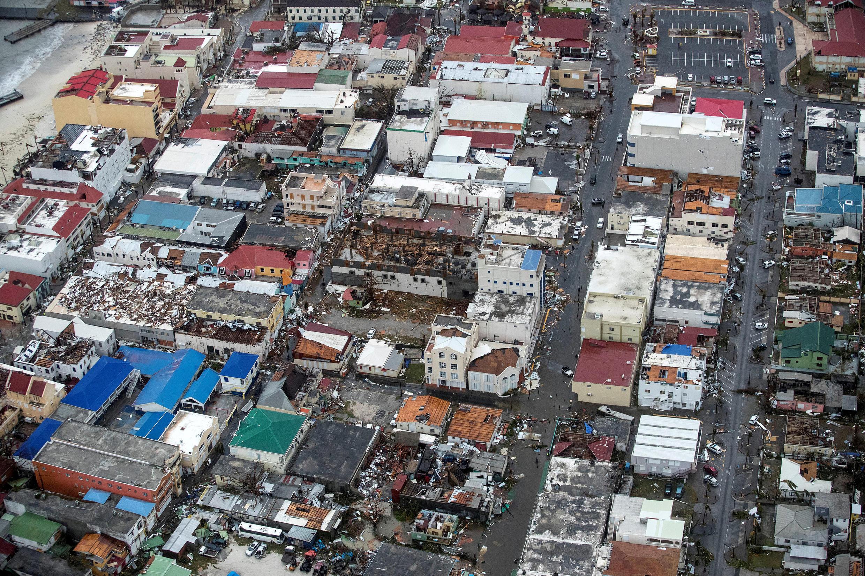 Dégâts sur la partie néerlandaise de l'île de Saint-Martin, au lendemain du passage de l'ouragan Irma, le 6 septembre 2017.