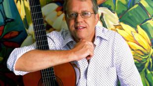 Romero ia viajar para o Brasil com a cantora Diane Reeves na noite do dia 11 de setembro.