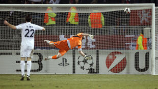 Con un gol de Jean Makoun, el Olympique de Lyon venció al Real Madrid  por 1 a 0 en el estadio de Gerland.