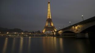 巴黎埃菲尔铁塔2017年1月17日