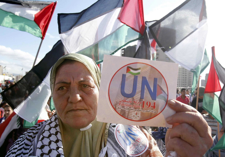 """«Palestina, taifa la 194 la Umoja wa Mataifa, """"raia huyu ampongeza Mahmoud Abbas, ambaye aliombataifa la Palestina kutambuliwa na kujiunga na Umoja wa Mataifa mnamo mwezi Septemba 2011."""