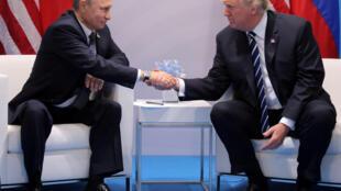 Vladimir Putin và Donald Trump tại cuộc gặp song phương bên lề thượng đỉnh G20 tại Hamburg, Đức, ngày 07/07/2017.