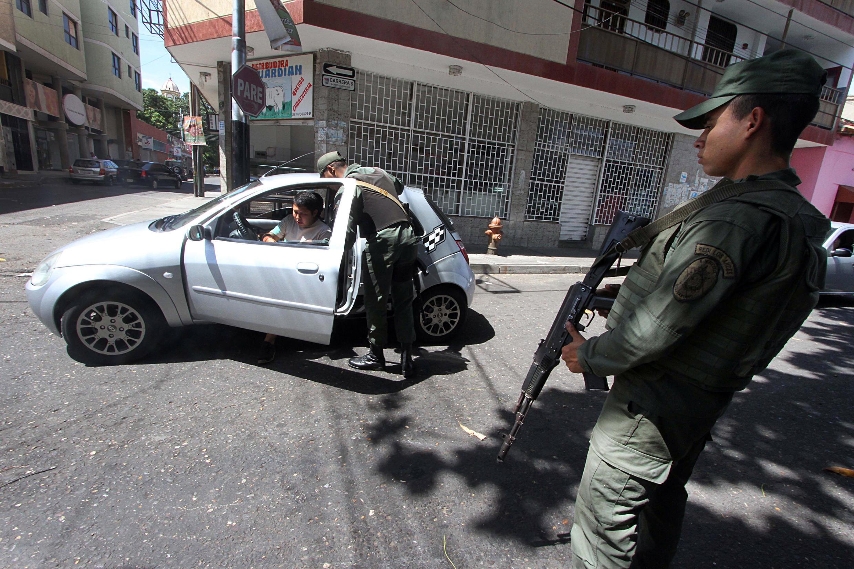 Guardias venezolanos en la frontera, en San Antonio del Táchira, este 30 de agosto de 2015.