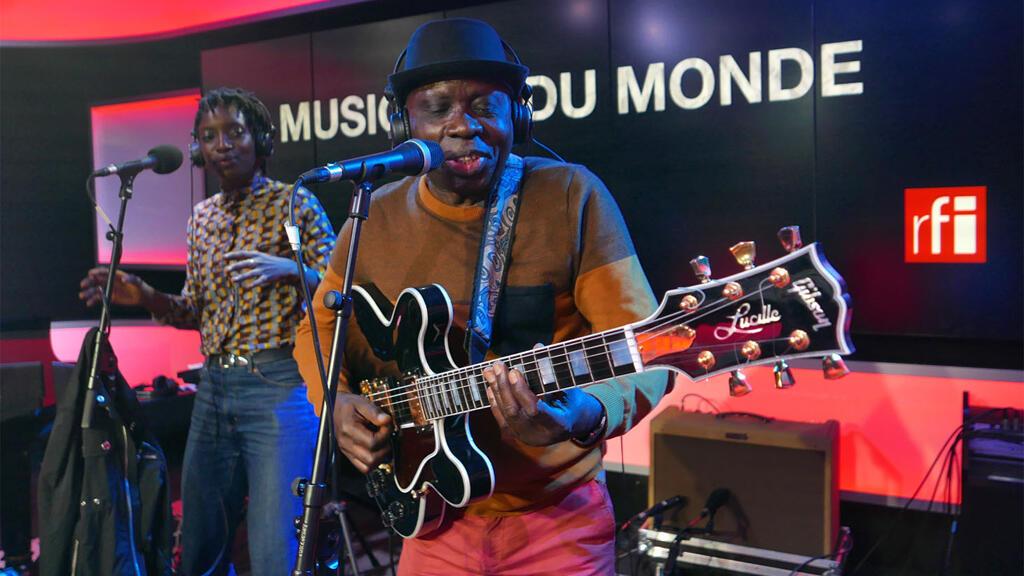 Kiala with vocalist Swala Emati live on RFI's Musique du Monde.
