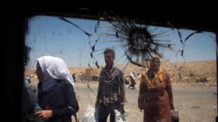 Des civils dans l'ouest de Mossoul, le 27 juin 2017.