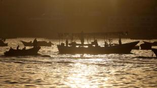 Des pêcheurs palestiniens ici en octobre 2017, jour où les Israéliens ont autorisé de parcourir jusqu'à neuf milles marins. Israël a imposé un blocus de la bande de Gaza et réduit la zone de pêche autorisée pour les Palestiniens.