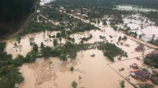 Một khu vực bị chìm trong nước và bùn ở tỉnh Attapeu, do đập thủy điện Xe-Namnoy vỡ. Ảnh chụp ngày 25/07/2018.