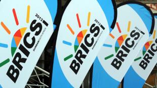 O banco do Brics teria como missão financiar projetos de infraestrutura e desenvolvimento sustentável.