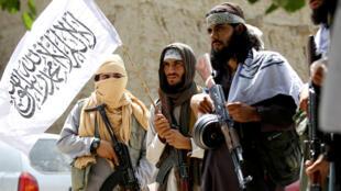Les talibans célébrant le cessez-le-feu en Afghanistan, le 16 juin 2018. (Photo d'illustration)