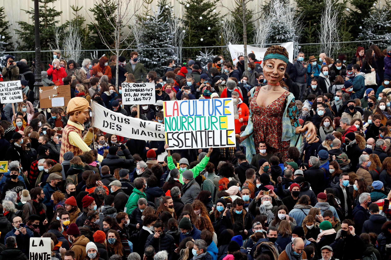 2020-12-15T115616Z_160200576_RC2NNK9S0Z7J_RTRMADP_3_HEALTH-CORONAVIRUS-FRANCE-PROTEST