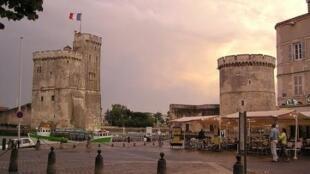 Le port de La Rochelle et ses fortifications.
