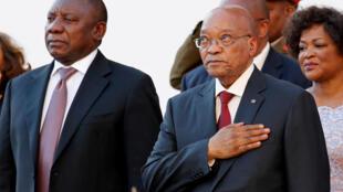 Le vice-président de l'ANC, Cyril Ramaphosa (G), aux côtés de l'actuel chef de l'Etat sud-africain, Jacob Zuma, le 11 février 2016.