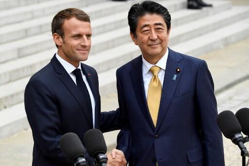 French President Emmanuel Macron hosts Japan's Prime Minister Shinzo Abe, October 2018, Paris.