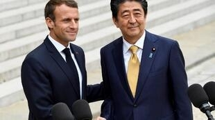 French President Emmanuel Macron hosts Japan's Prime Minister Shinzo Abe, October 2018, Paris.