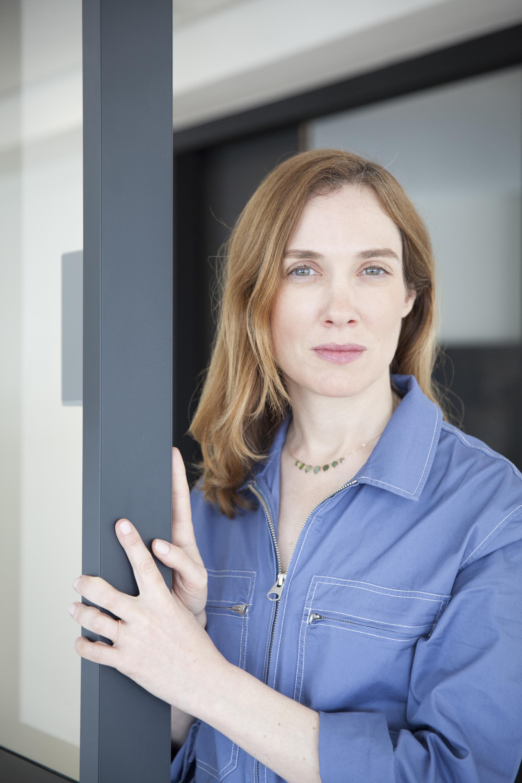 Claire Léost publie «Le monde à nos pieds», paru aux éditions J.-C. Lattès.