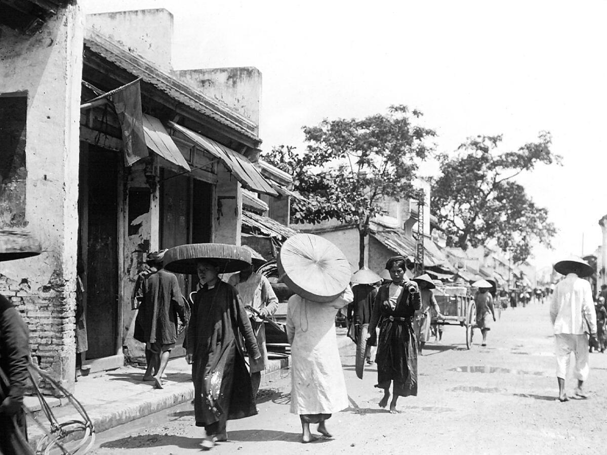 Trang phục trên phố tại Hà Nội, Bắc Kỳ, 1896.