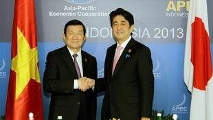 Chủ tịch nước Việt Nam Trương Tấn Sang và Thủ tướng Nhật Bản Shinzo Abe tại Thượng đỉnh APEC 2013 ở Indonesia.